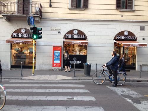 Nuovo dehor per la pasticceria caffetteria gelateria in Via della Moscova, 52 - Maggio 2014