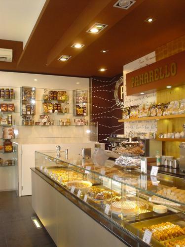 Restyling negozio in Piazza S. Francesca Romana, 1 a Milano - Agosto 2012